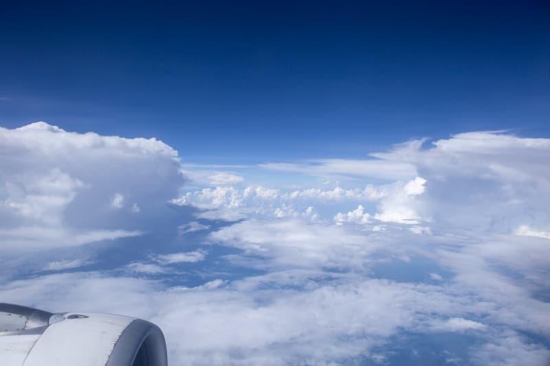 A que altura vuelan los aviones comerciales