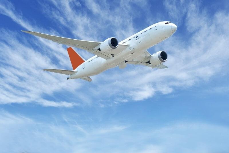 Por que los aviones estan pintados de blanco