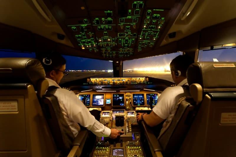 por que los aviones tienen dos pilotos en la cabina